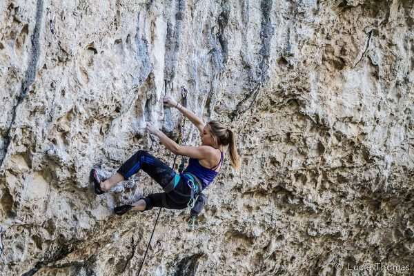 Falaise - Saint léger du ventoux - Solène Amoros en action! - Par Lucie Thomas