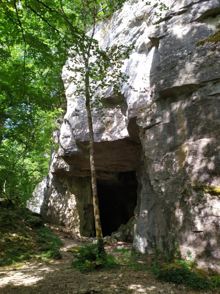 Falaise - Géligny - La grotte - Par Michael