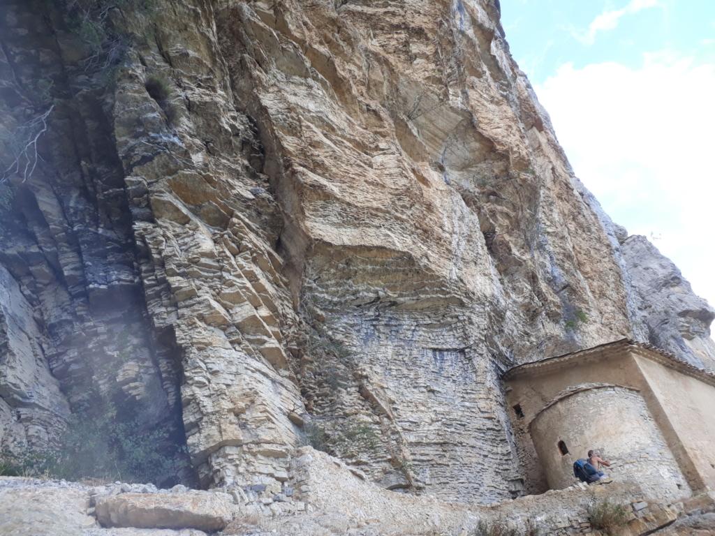 Falaise - Valbelle - Chapelle sur le sentier en direction des voies - Par Steph