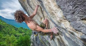 Adam Ondra libère le premier 9b d'Arco, avec une efficacité incroyable !